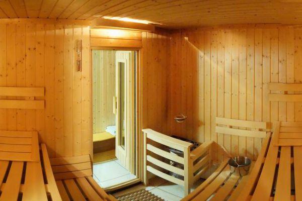 sauna2bE00471CE-DCBD-68D2-4D13-4ED8BABE162F.jpg